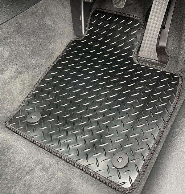 Isuzu Rodeo (2003-2018) Fully tailored rubber car mat set